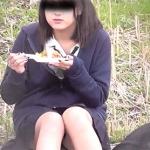 公園でお弁当を食べているJKってパンツ見られている自覚あるのかな?