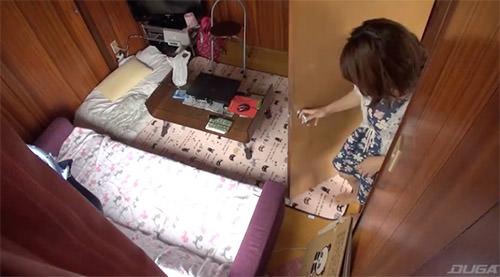 女性限定のシェアハウスの女の子の部屋を盗撮してみたら